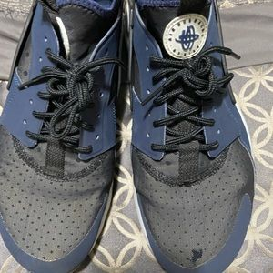 Nike air huarache men size 9 in good condition